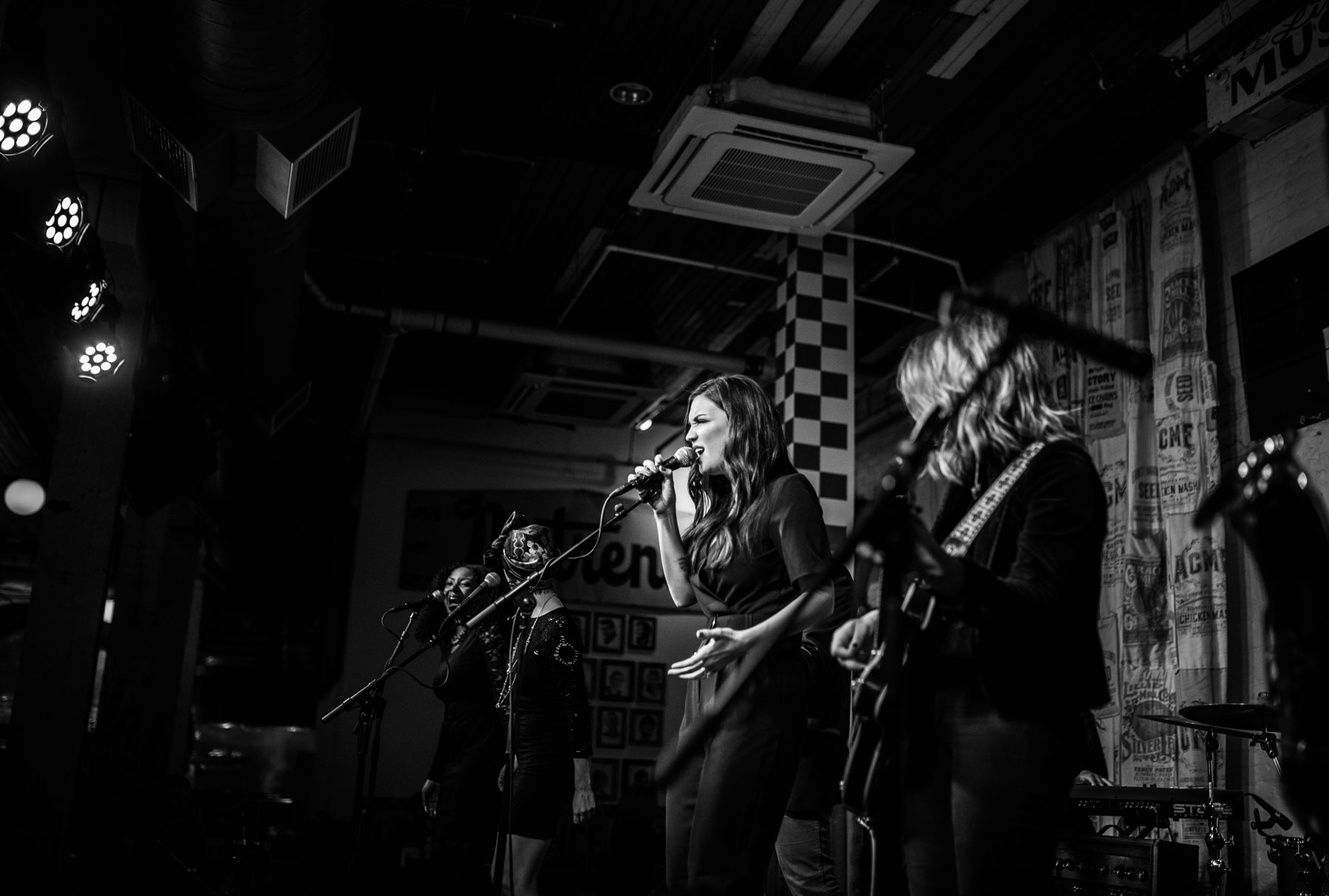 [REVIEW + PHOTOS] Poema, Whissell, & Natalie Royal | 2.16.16 @ Acme Feed & Seed