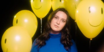 """[NO COUNTRY PREMIERE] Hadley Kennary Explores the Impatience of Healing with """"Everything Hurts"""""""